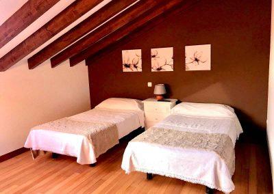 habitacion-doble-abanillas-alojamiento rural-casa rural-cantabria