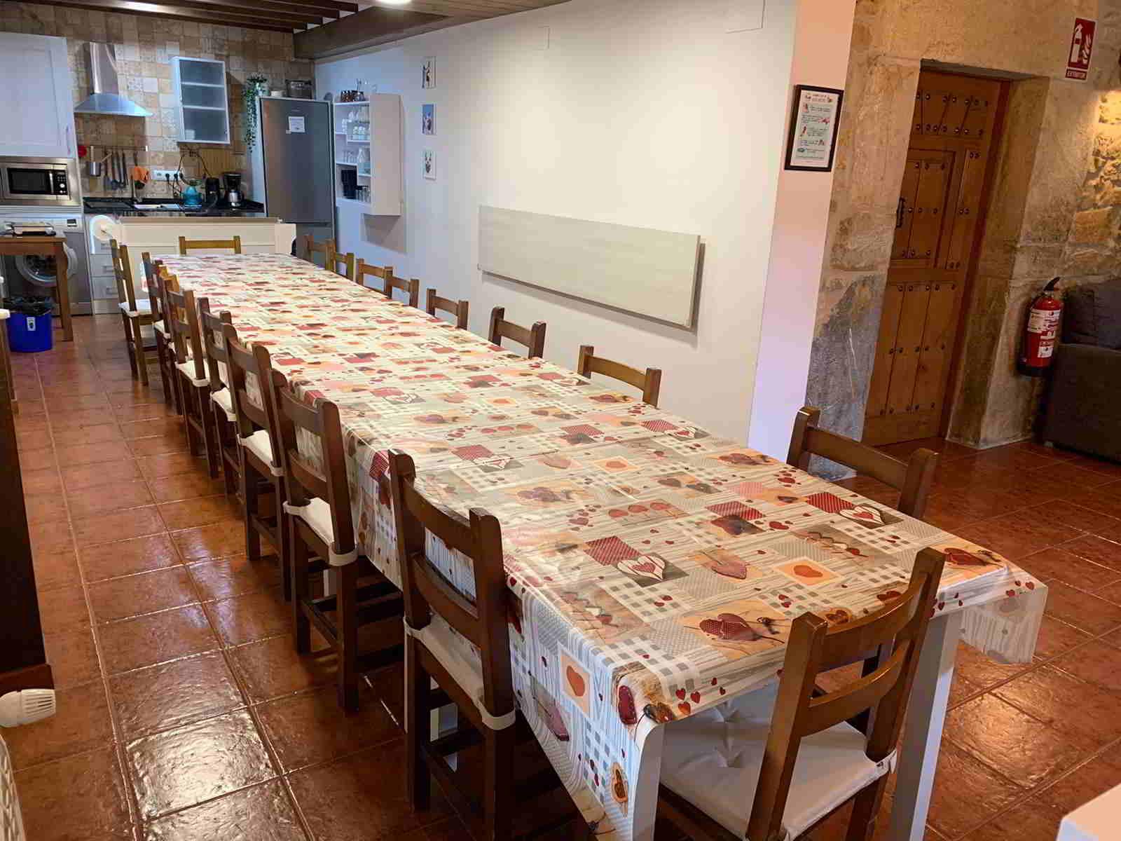 casa con comedor para grupos grandes en cantabria