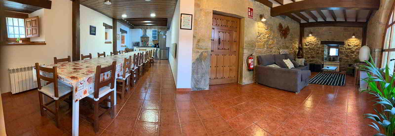 panoramica salon comedor para grupos grandes cantabria casa rural